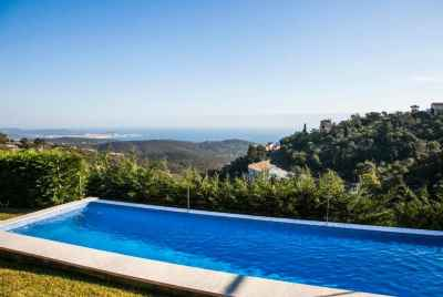 Two-storied villa with sea view and beautiful swimming pool in Costa Brava
